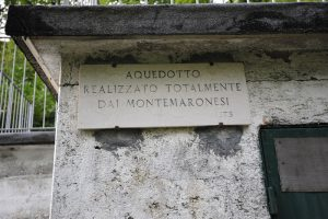 Sito in via Monte di Marone nei pressi del castagneto lungo il sentiero che collega il Monte di Marone con il Comune di Zone