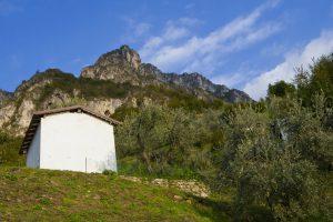 Sito in via De Gasperi (a monte delle ex scuole elementari)